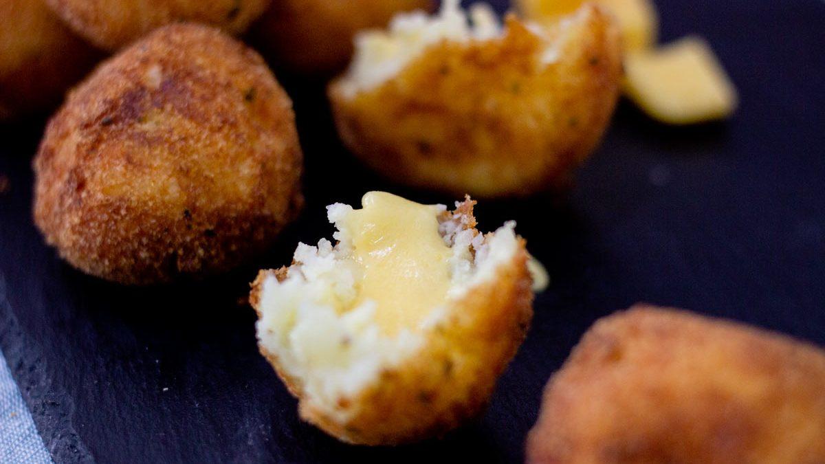 cheese-stuffed-mashed-potato-balls